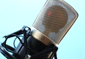 microphone-516043_640
